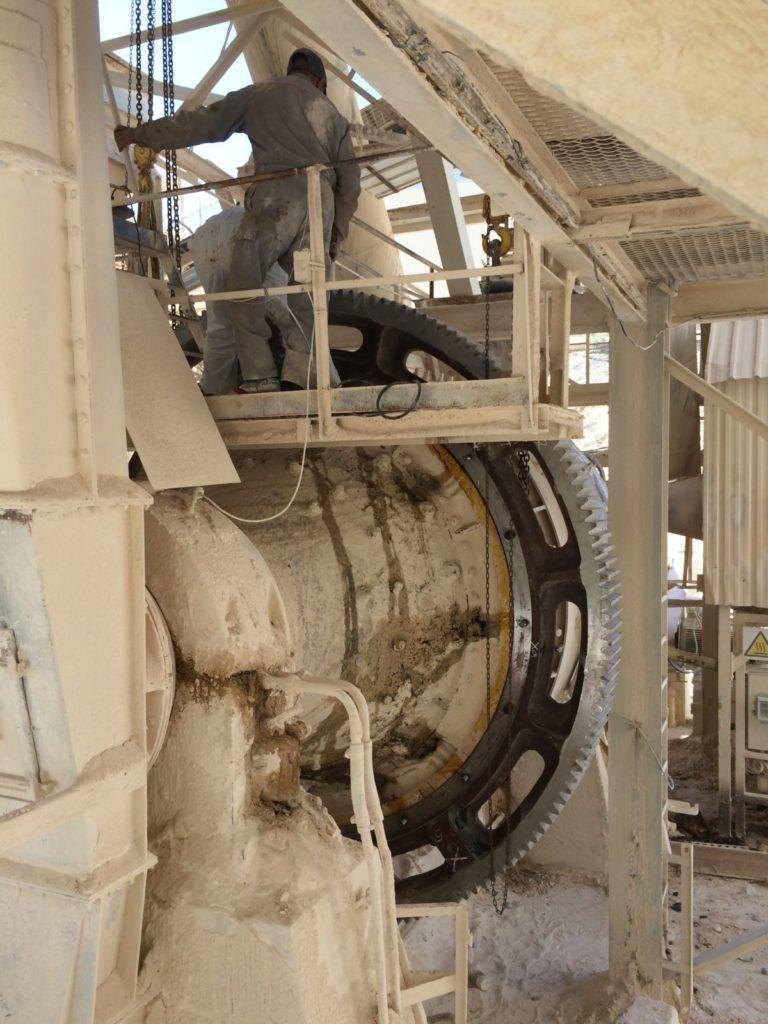 Girth fear for a ball mill