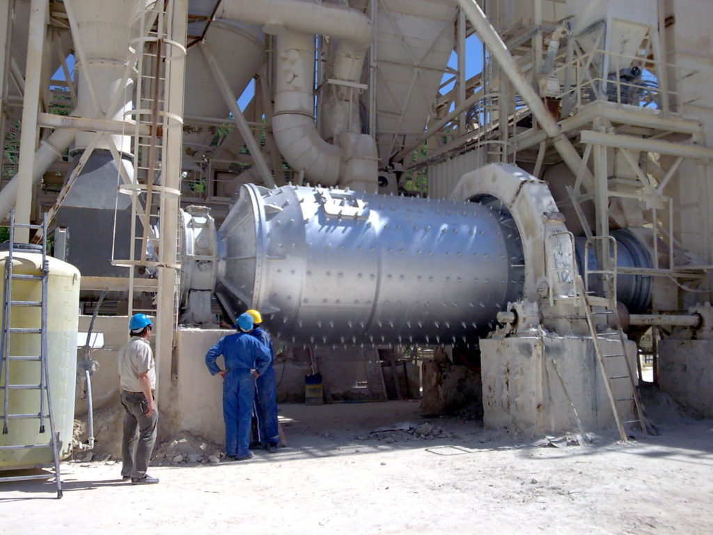 rotary-drum-engineering/refurbishment-and-upgrade-of-a-ballmill/ballmill-erection-before-tries